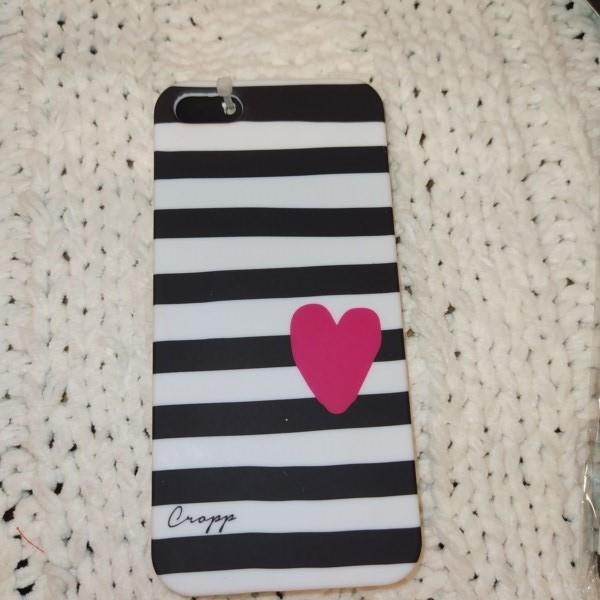 Markowe etui czarno-białe z sercem Cropp iPhone 5
