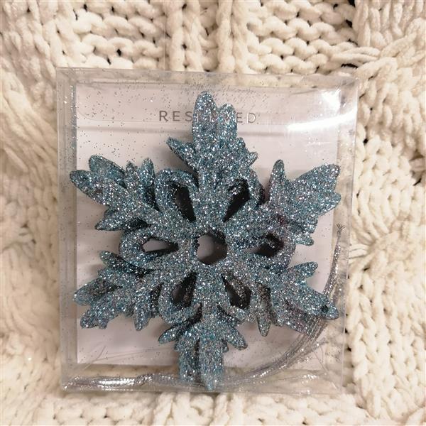Markowe ozdoby na choinke Reserved niebieska śnież