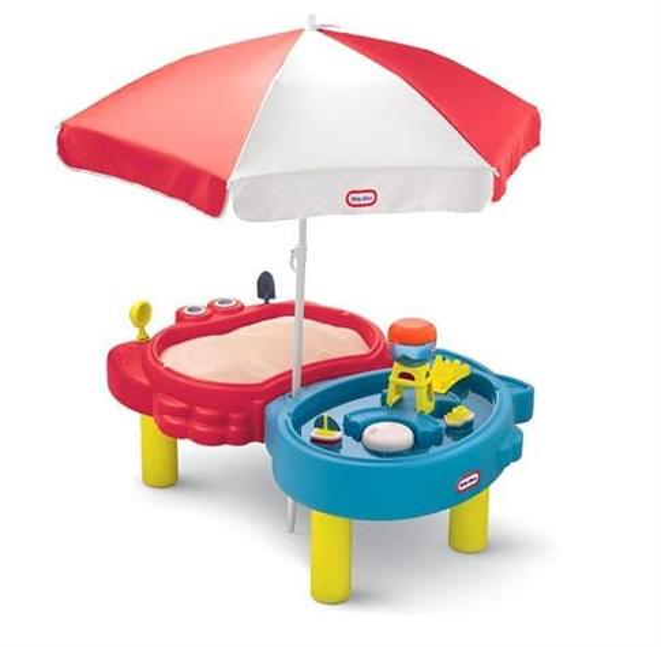 Piaskownica i wodny stół z parasolem