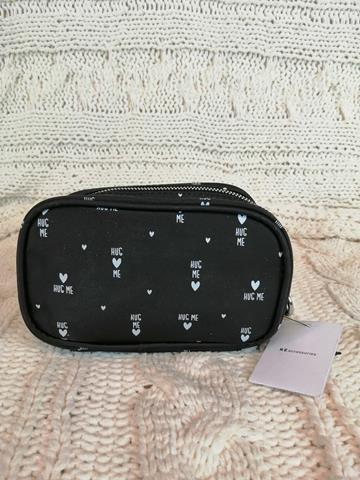 Kosmetyczka markowa Reserved czarna-23301