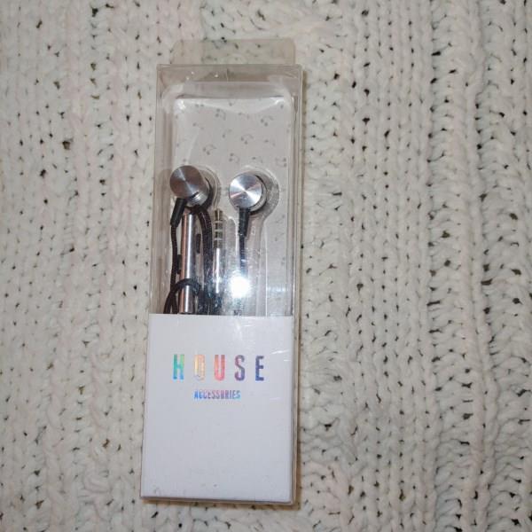 Markowe słuchawki HOUSE, srebrne z czarnymi dodatk