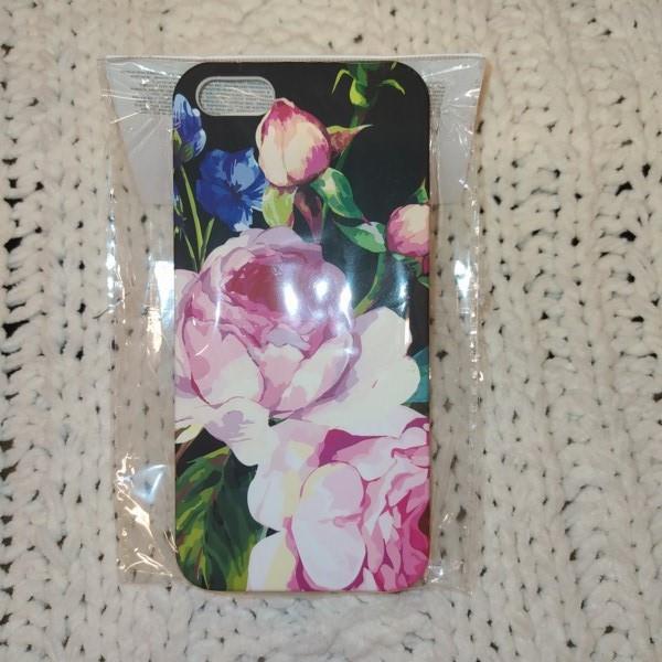 Markowe etui Reserved w kwiatki iPhone 5,5S,SE
