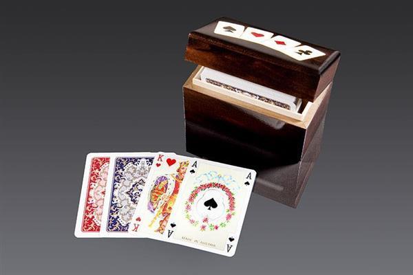 Karty lux w pudełku drewnianym z asami PIATNIK