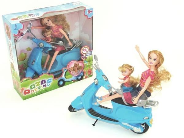 Lalka na skuterze